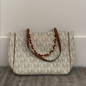 Medium sized Michael Kors bag